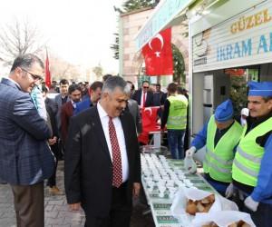 Ereğli Belediyesi Çanakkale Zaferi anısına yarım ekmek ve üzüm hoşafı dağıttı