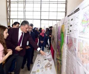 ODTÜ'lü öğrencilerden Çakır'a plan sunumu