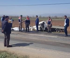 İnegöl yolunda trafik kazası, baba oğul hayatını kaybetti