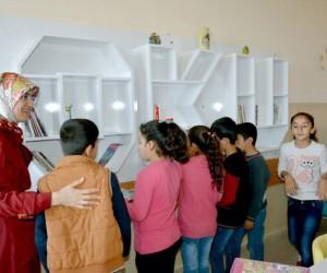Adıyaman Belediyesinden depremzede öğrencilere kitap ve kitaplık desteği