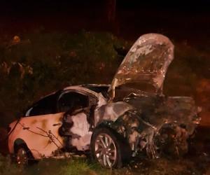 Adana'da otomobil boş araziye uçtu: 2 ölü