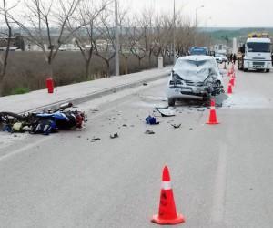 Otomobille motosiklet çarpıştı: 2 ölü, 1 yaralı