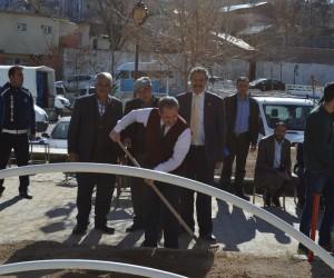 Adilcevaz'da park ve mezarlıklarda bahar temizliği