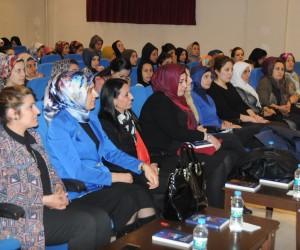 """Şırnak Belediyesi """"Aile Ve Çocuk İlişkisi"""" konulu konferans düzenledi"""