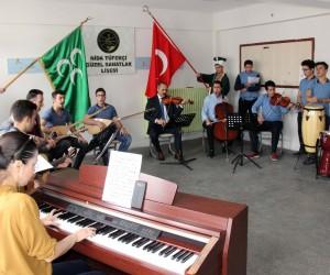Öğrenciler, Mehmetçik'e destek için farklı enstrümanlarla mehter marşı çaldı
