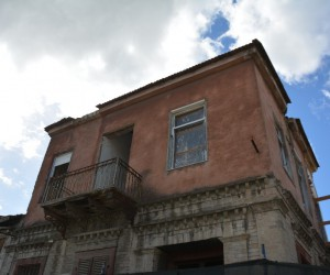 Söke'nin Kemalpaşa Mahallesi'nde bir ev daha ayağa kalkıyor