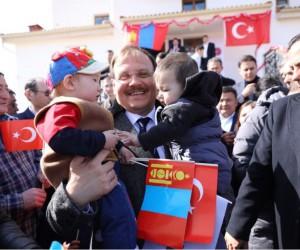 Başbakan Yardımcısı Çavuşoğlu, Moğolistan'da Tolgoyt Kültür Merkezi ve Hz. Ömer Camii'nin açılışlarını yaptı