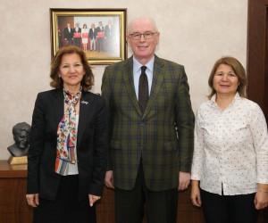 Başkan Kurt, ÇYDD Eskişehir Şube Başkanı Sevgi Akmen ile bir araya geldi