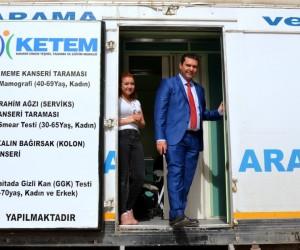 Sağlık çalışanlarını ziyaret eden Bilge, vatandaşlarla sohbet etti