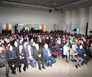 Fatih Akbaba, Dursunbey'de Mehmet Akif Ersoy'u anlattı