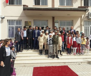 İl Emniyet Müdürü köy okulunun Çanakkale etkinliğine katıldı.