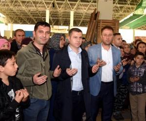Başkan Kuzu umre yolcularını uğurladı