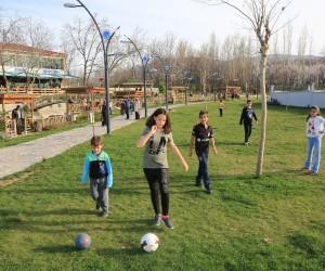 Galip Demirel'e Çınar Park'a vatandaşlardan yoğun ilgi
