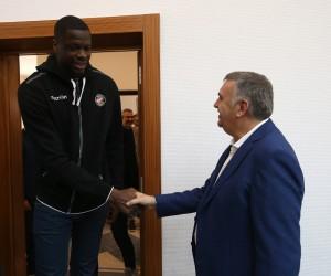 Başkan Toçoğlu Büyükşehir Basketbol Takımı yönetici ağırladı