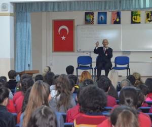Halk ozanı Aşık Kara Gazi Ortaokulu'nda öğrencilerle buluştu