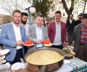 AK Parti Çan Gençlik Kolları Afrin için pilav dağıttı