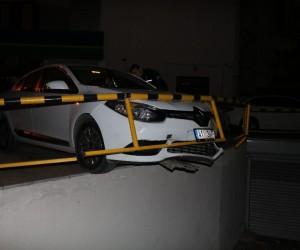(Özel) Polisten kaçan alkollü sürücü böyle kaza yaptı