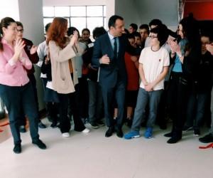 TED'li öğrenci, ilk kişisel resim sergisini açtı