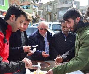 Lapseki Ak Parti Gençlik Kolları Afrin Zaferi için pilav dağıttı