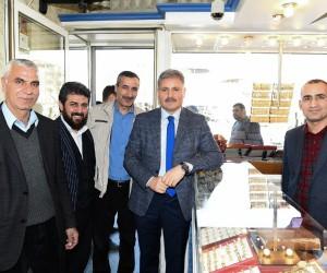 Başkan Çakır, Eski Malatya'da esnaf ve vatandaşları ziyaret etti