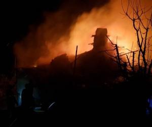 Isparta'da çıkan yangında bir ev kullanılamaz hale geldi