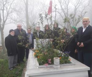 Alaçamlı şehit Kadir Kara kabri başında anıldı