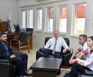 Milli Sporcudan Ceren Akyol'dan Başkan Atabay'a ziyaret
