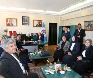 Milletvekili Öznur Çalık'tan Erzincan Belediyesine ziyaret