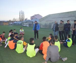 Ak Parti Gençlik Kollarından Eleşkirt Spora moral ziyareti