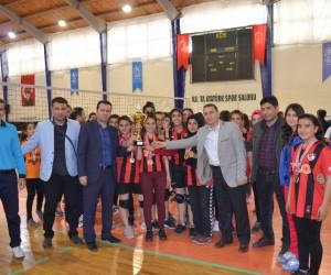 Kulüpler Arası Küçük Kızlar Voleybol İl Birinciliği müsabakaları sona erdi