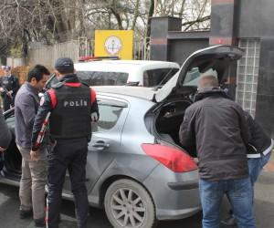 İstanbul'da okul önünde polisten sıkı denetim