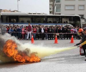 Karşıyaka'da 300 öğrenciye acil durum tatbikatı