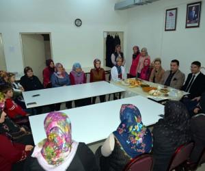 Başkan Bakıcı dikiş kursu kursiyerlerini ve ana sınıfı öğrencilerini ziyaret etti