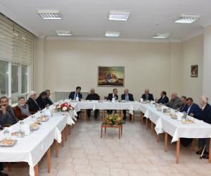 Vali Kemal Çeber, Yücel Huzurevini ziyaret etti