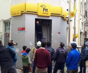 (Özel) Elektrik gitti, PTT çalışanları mahsur kaldı