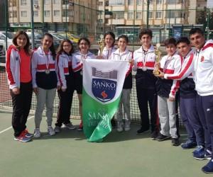 Sanko Okulları Yıldız Kız Ve Yıldız Erkek Tenis Takımları il ikincisi