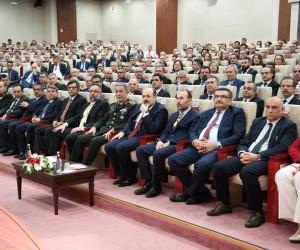 Rektör Durmuş, Genelkurmay Başkanı Akar'ın sunduğu 'Türkiye ve Güvenlik' konulu konferansa katıldı