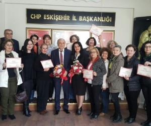 CHP'li kadınlar sertifikalarını aldı