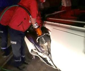 Havran'da aracın altında kalan sürücü can verdi