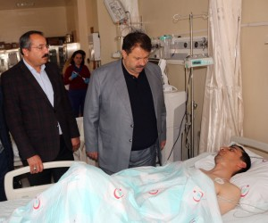 Ağrı Milli Eğitim Müdürü Turan'dan bıçaklanan okul müdürüne ziyaret
