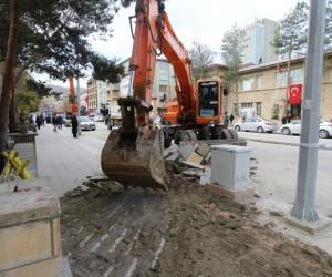 Cumhuriyet Caddesi'nde yol ve kaldırım yapım çalışmaları başladı