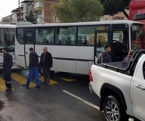 Servis minibüsleri zincirleme kaza yaptı