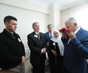 Başbakan Yıldırım, İzmir'de bıçaklı saldırıda şehit olan polisin ailesine ziyaret