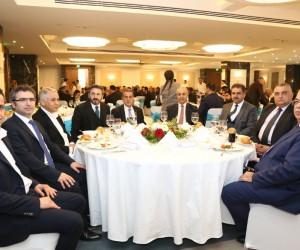 Protokol üyeleri otelin açılış yemeğine katıldı