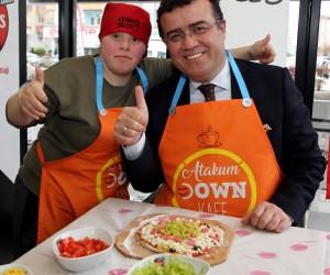 Başkan Taşçı, Down sendromlu gençlerle pizza yaptı