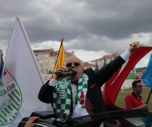 Emekli olan Vali Necati Şentürk, davullu-zurnalı kortejle helallik istedi