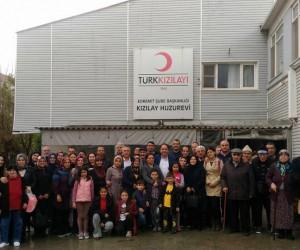 AK Parti'den huzurevi ziyareti