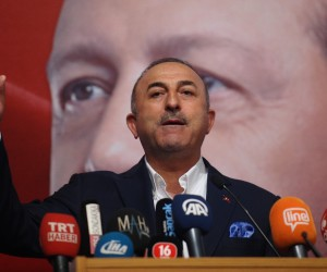 """Dışişleri Bakanı Mevlüt Çavuşoğlu: """"Yurtdışına kaçanların ensesindeyiz"""""""