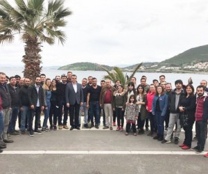AK Parti Foça Gençlik Kolları, asker adaylarını uğurladı