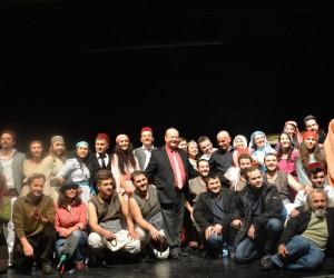 Başkan Özakcan'ın 'Dünya Tiyatrolar Günü' mesajı